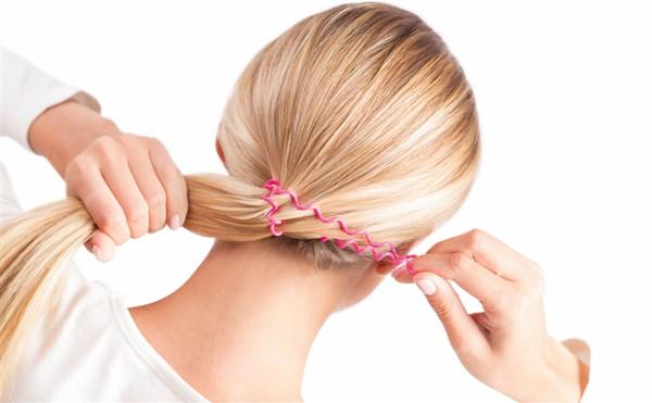 Nguyên nhân rụng tóc là do bạn buộc tóc quá chặt