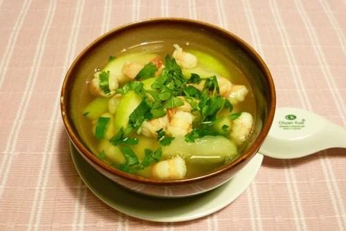 những món ăn tốt cho bệnh xương khớp bạn nên thử là canh bí nấu tôm